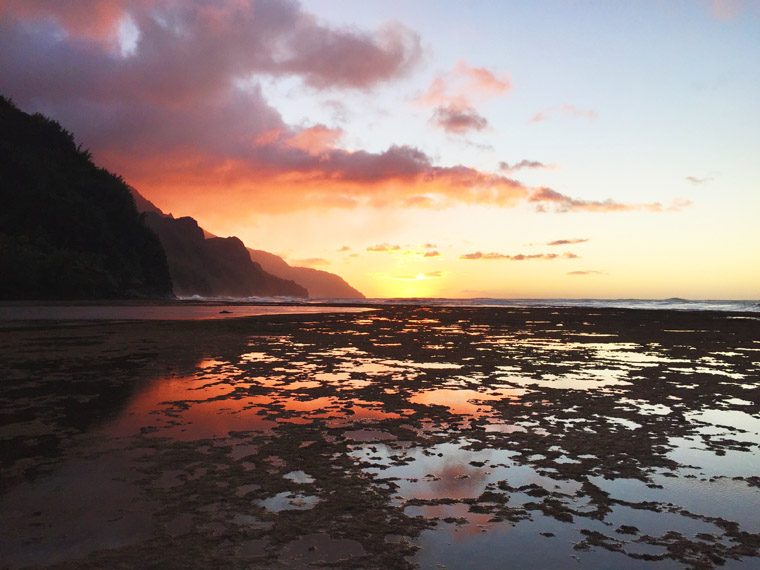 where to watch the sunset in kauai hawaii on ke'e beach