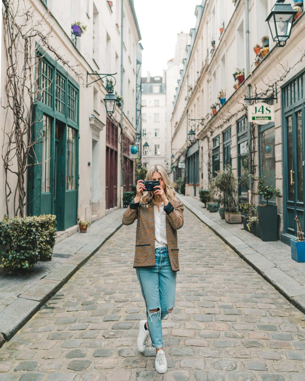 How to choose the best camera and lens for travel photos - Best lens for interior design photography ...