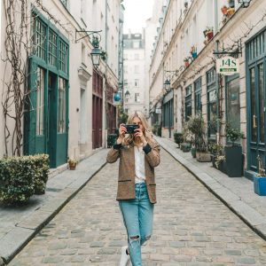 Travel blogger Selena Taylor of FindUsLost with camera and lens set up for travel photos photography
