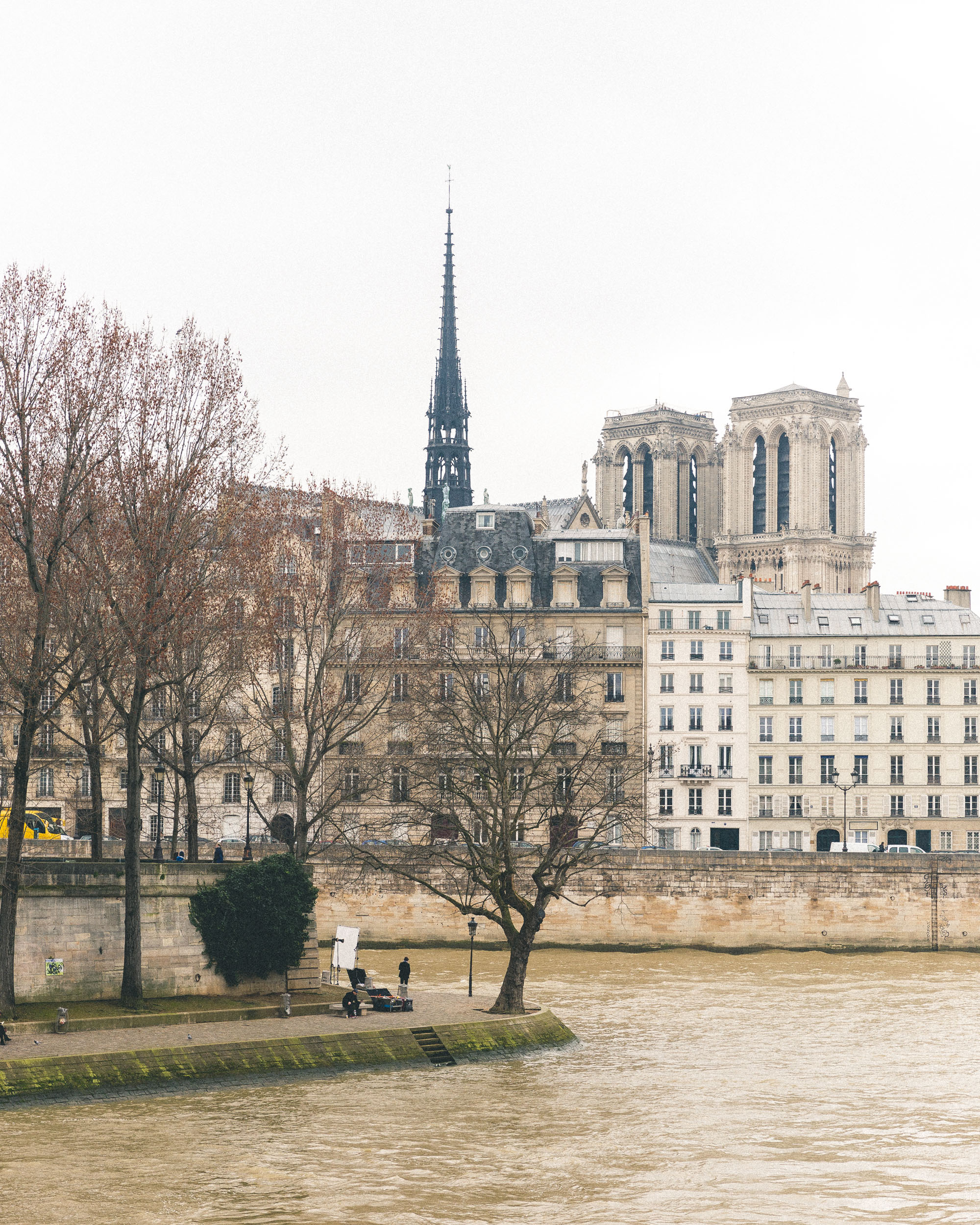 Walks along the River Seine - Most romantic parisian places - Complete Paris Travel Guide