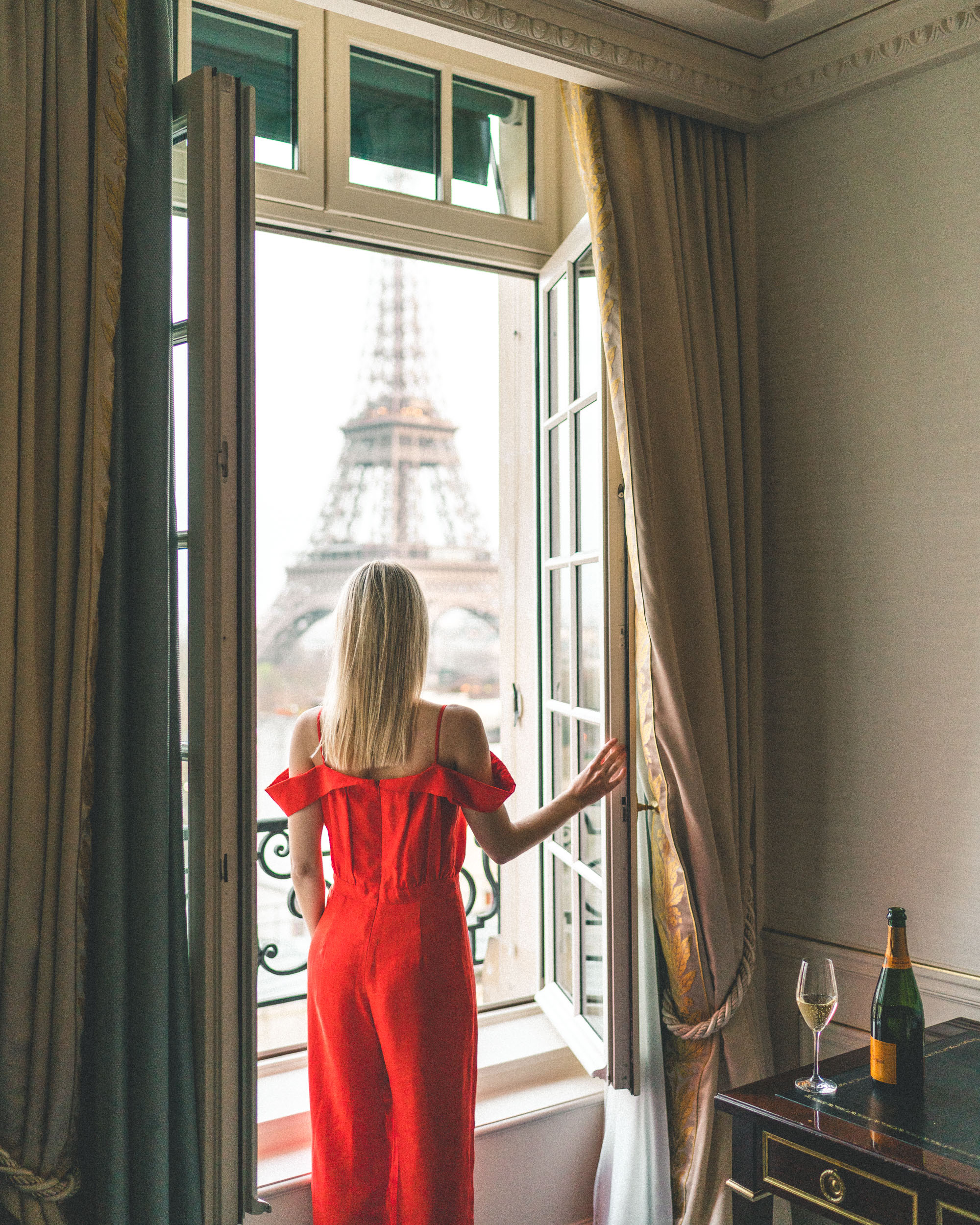 Best views of the Eiffel Tower from the Shangri La Paris Hotel - Complete Paris Travel Guide