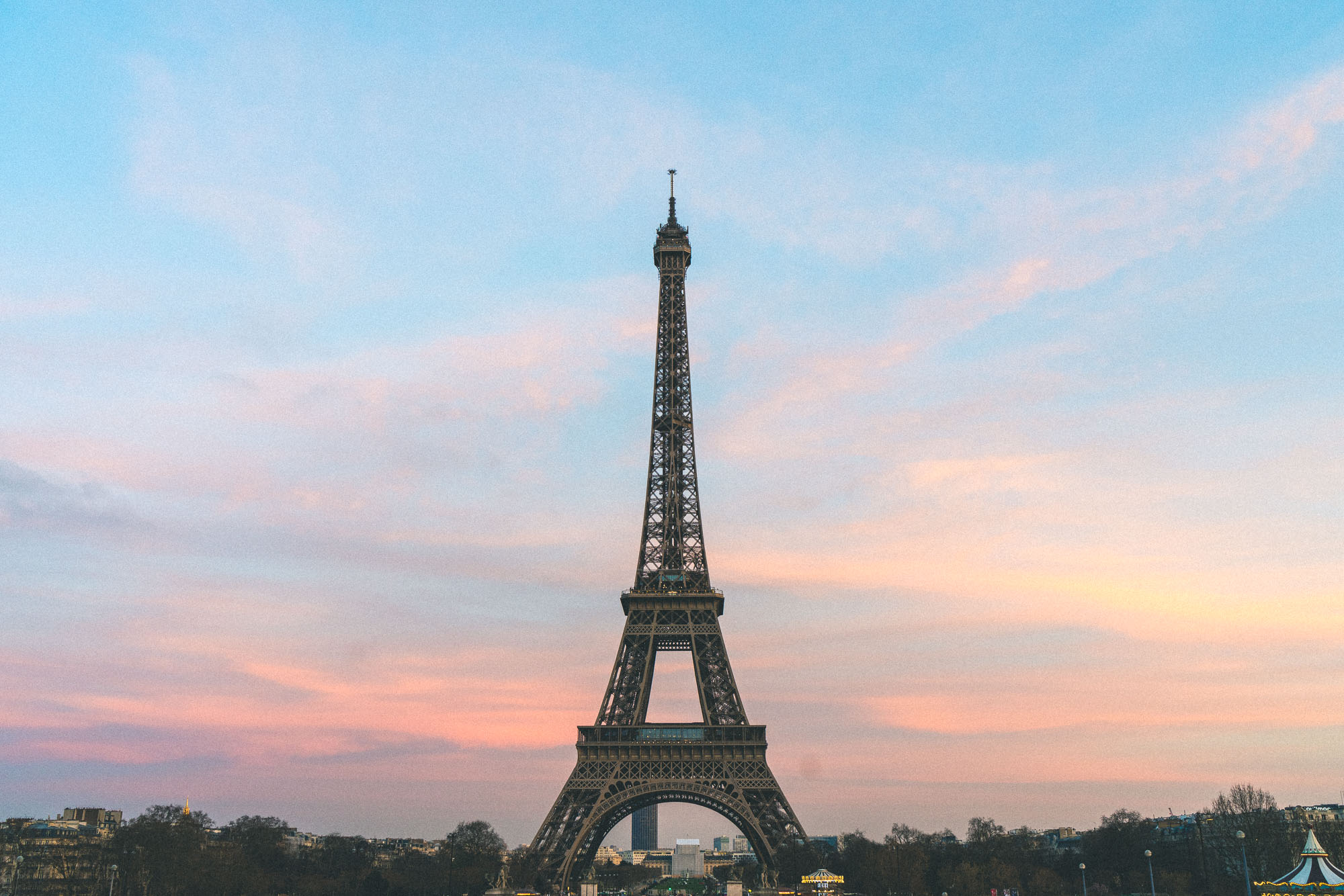 The eiffel tower at sunset - Complete Paris Travel Guide