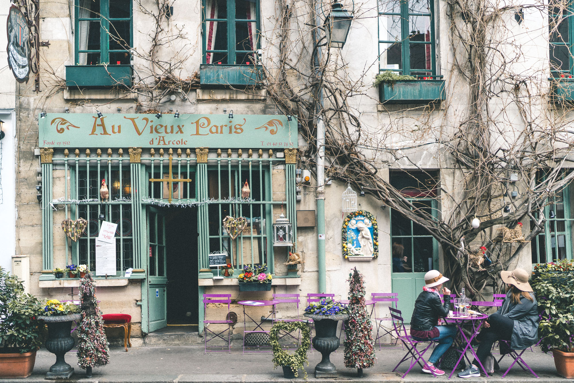 Photogenic facades in Paris Ile de la Cite - Café Au Vieux Paris D'Arcole - Complete Paris Travel Guide