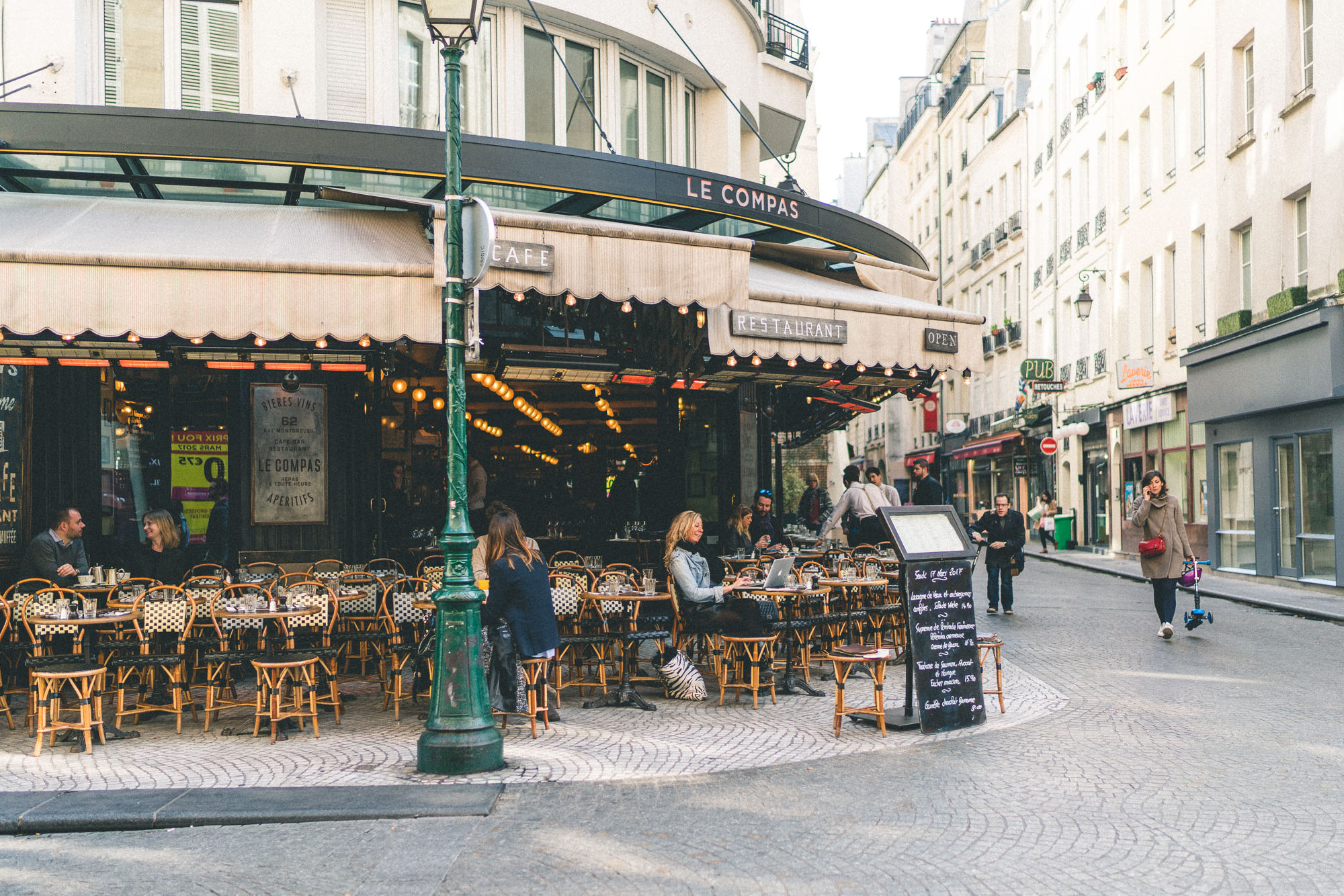 Cutest streets in Paris - Rue Montorgueil restaurants and cafes - Complete Paris Travel Guide