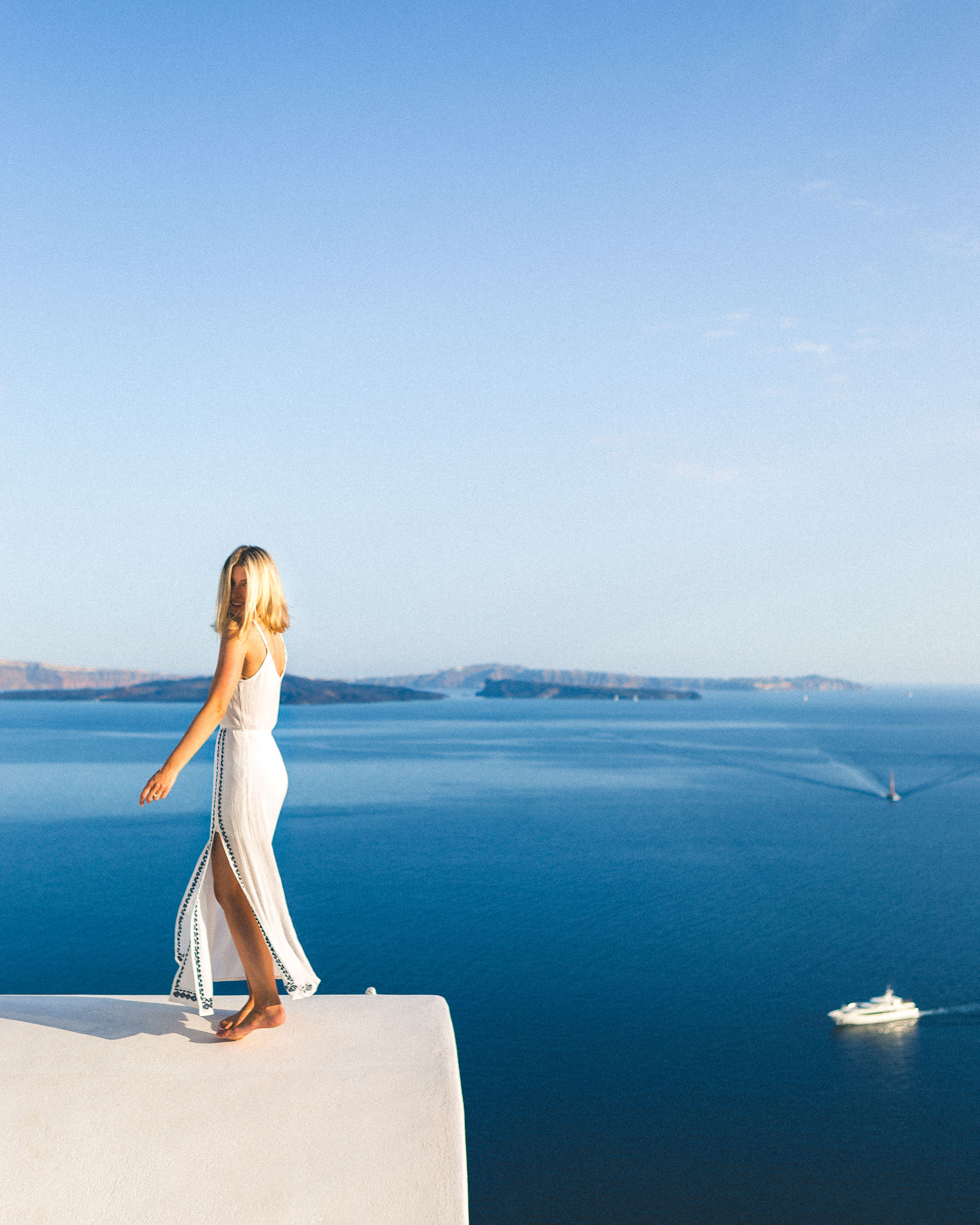 The best Airbnb to stay in while visiting Oia, Santorini, Greece | Selena Taylor Travel Blogger