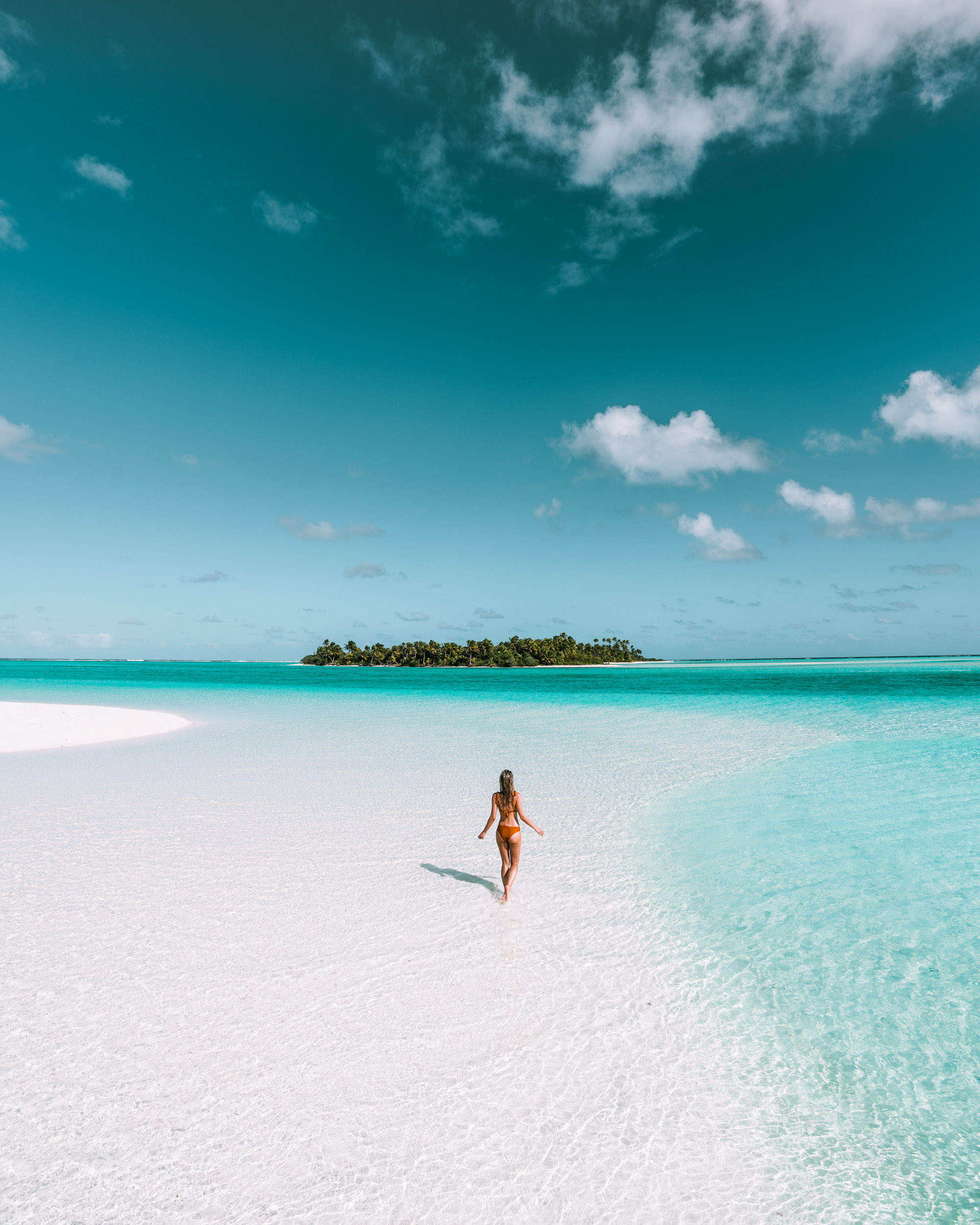 Clear blue water at Honeymoon Island in the Cook Islands