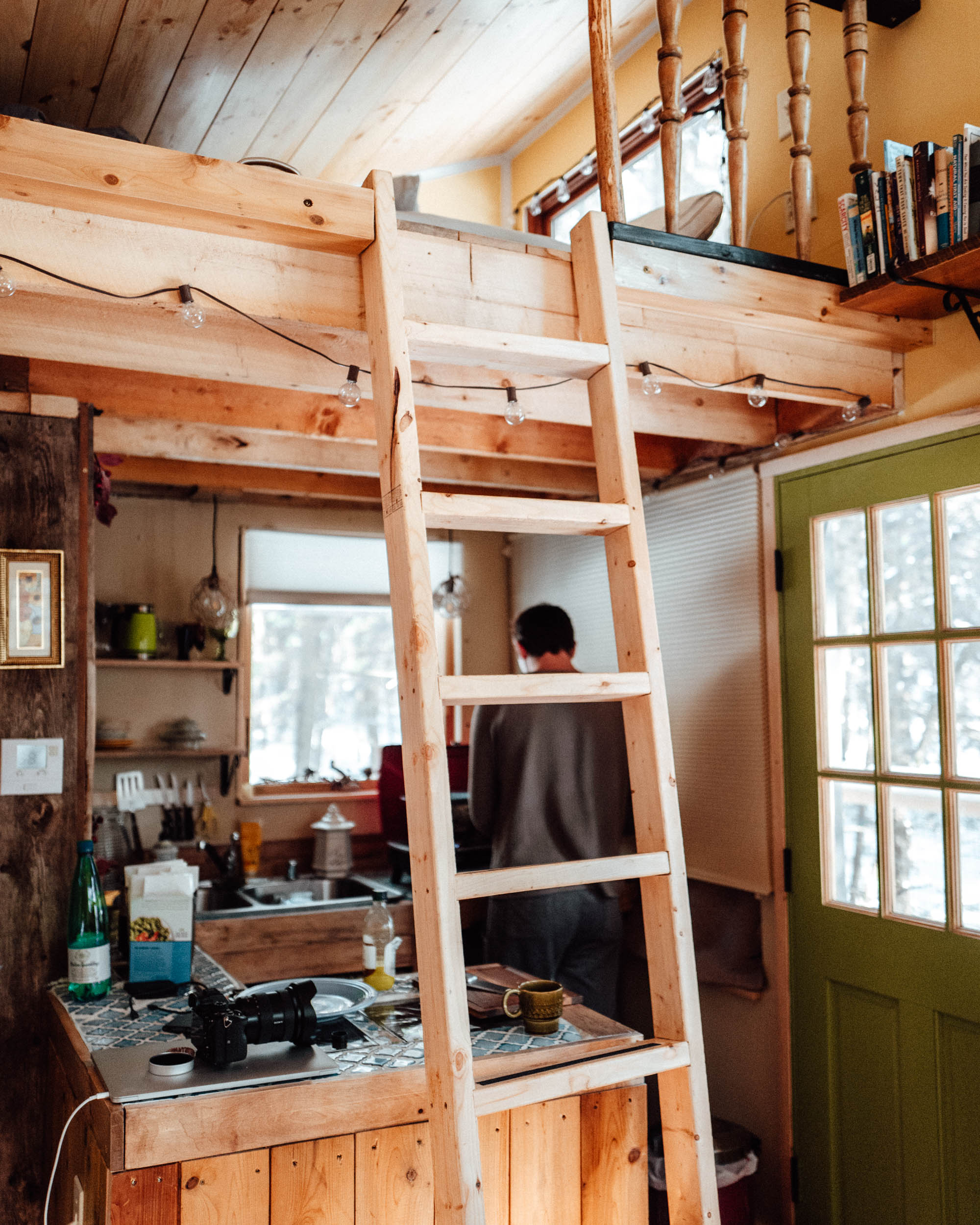 Inside our Vermont Treehouse Airbnb winter getaway via Find Us Lost