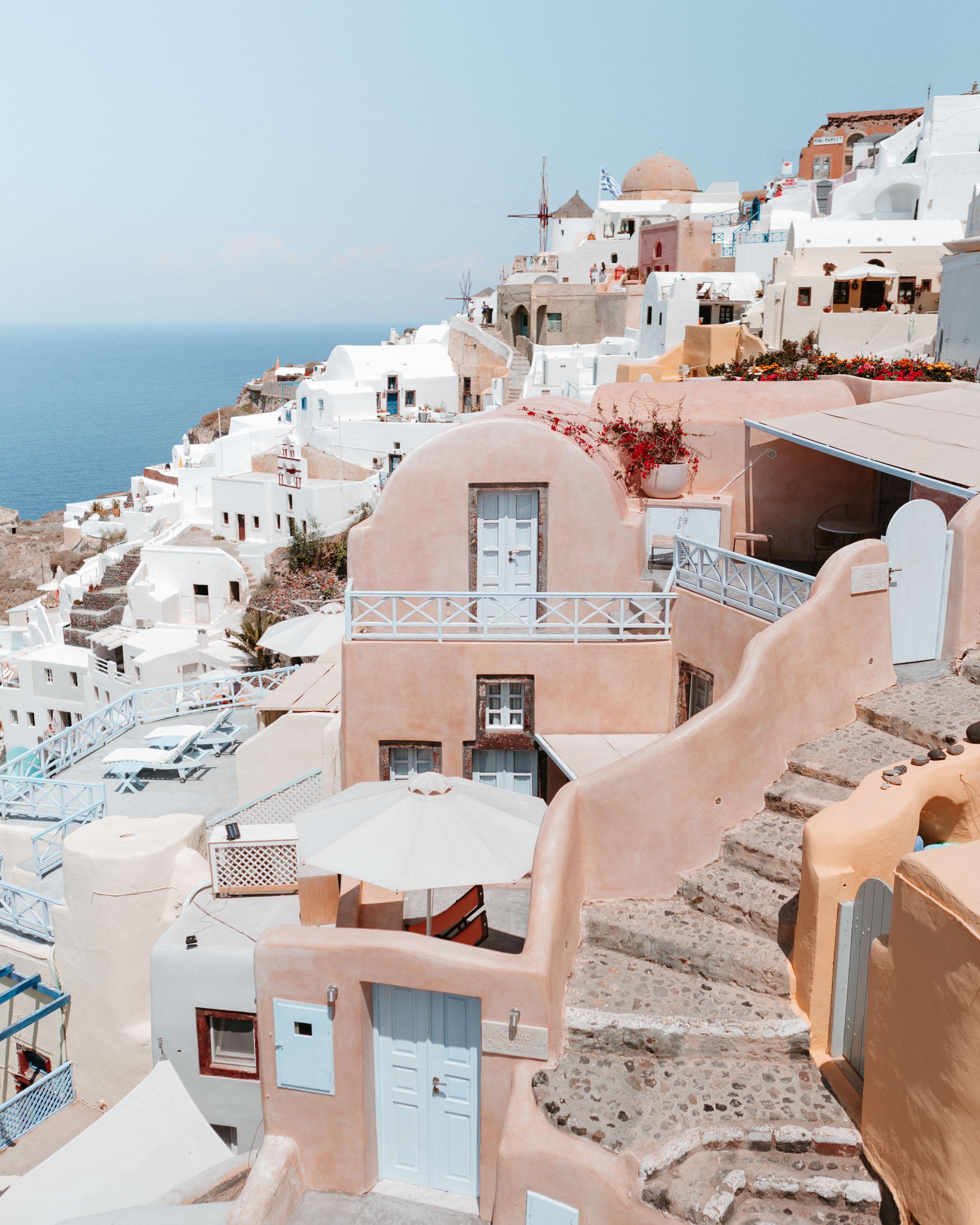One of the best greek islands to visit - Santorini via @finduslost