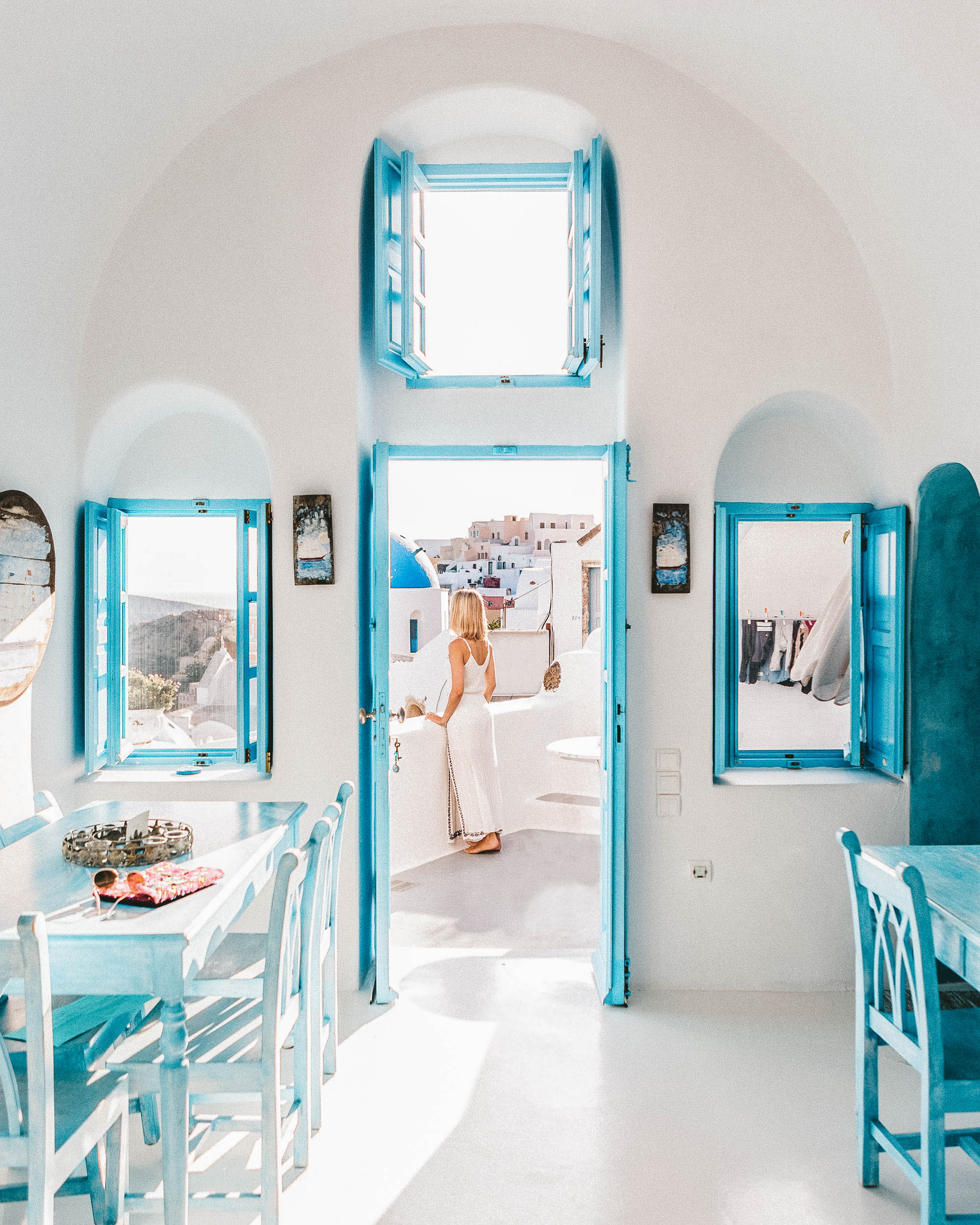 One of the best greek islands to visit - Santorini via @finduslost