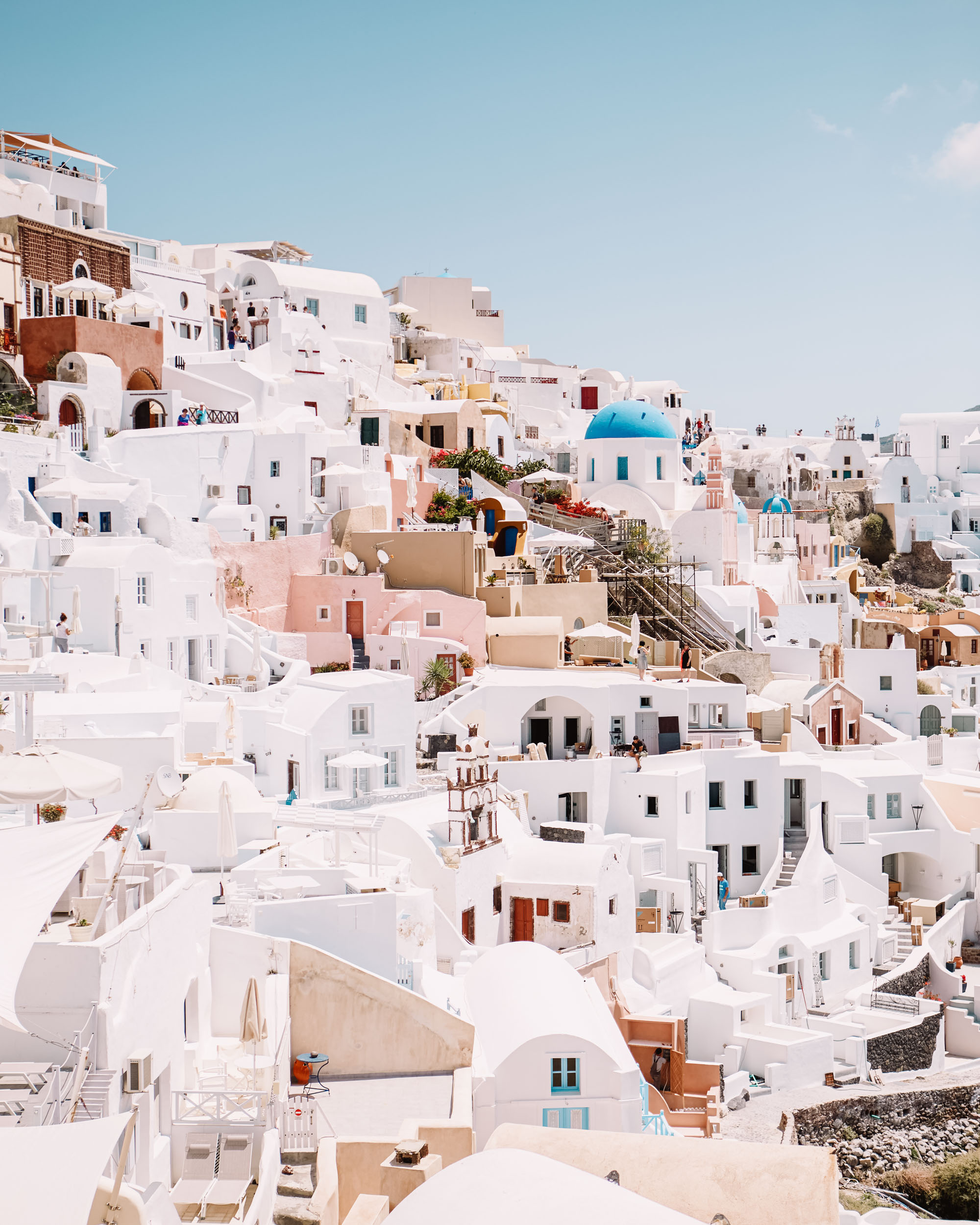 Santorini cliffside in oia for our three month Europe road trip