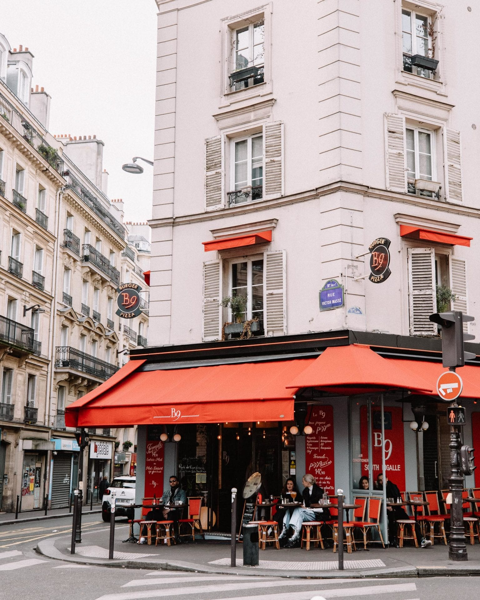 Weekend in paris cafes during Valentine's Day