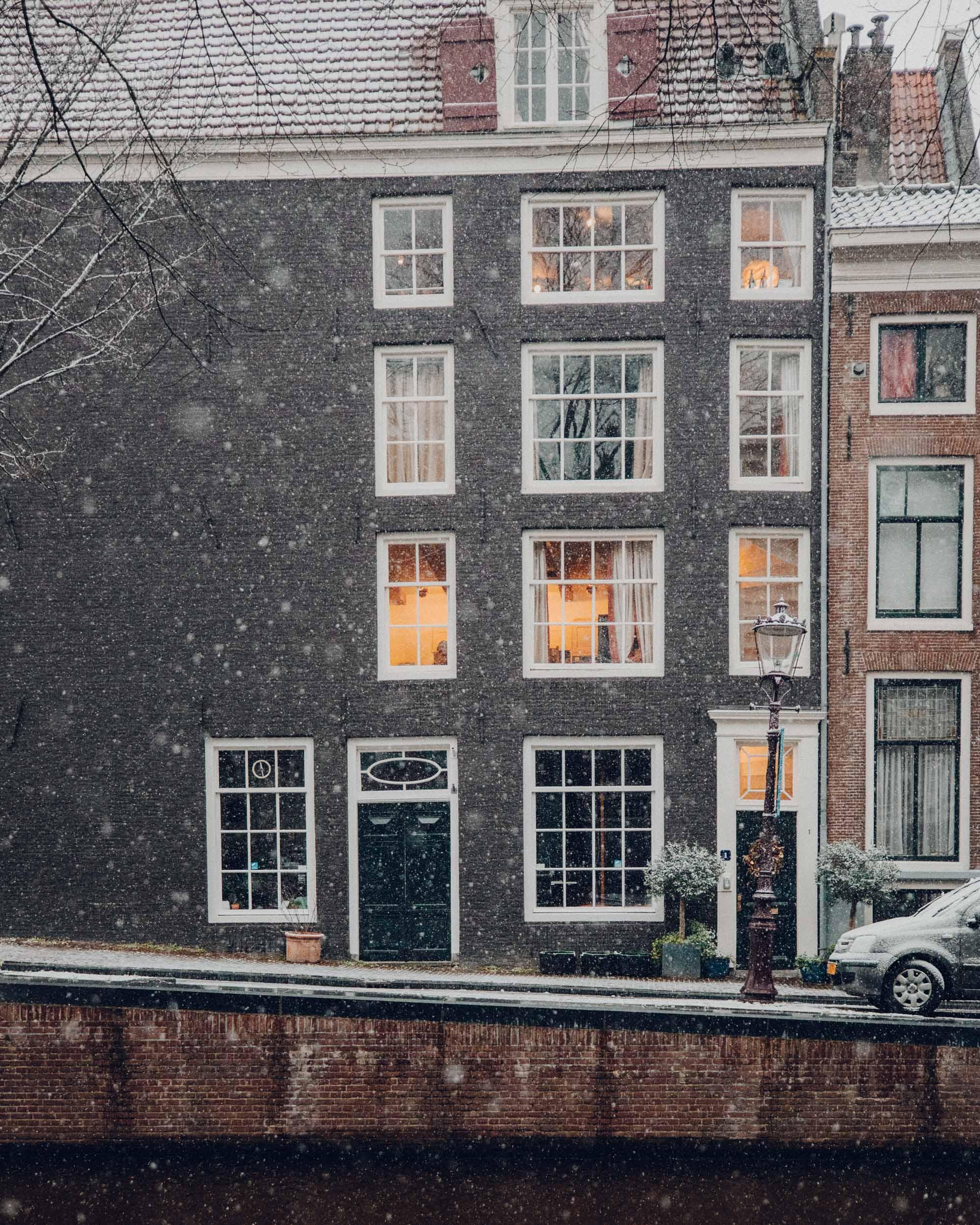 Amsterdam facade in the snow via @finduslost